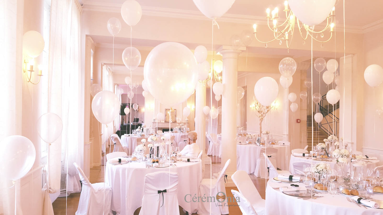 Ballons all white contemporain