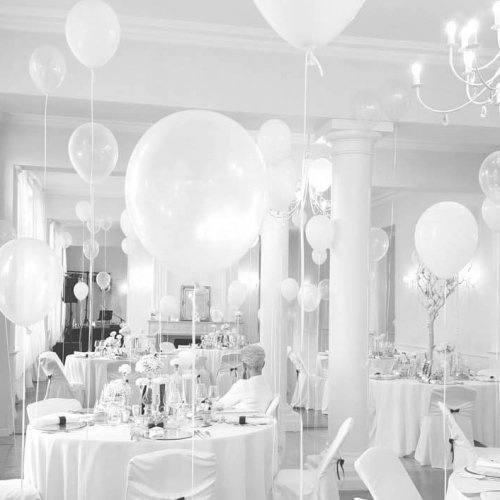 chateau-vandeleville-ballons-all-white-contemporain-noeud-papillon-chandelier-transparent-1